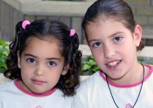 <u><b> 04 de mayo </u> </b><p> Isabel y Magdalena Rocha Leal.