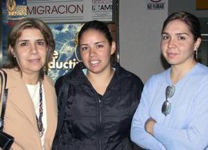 <u><b> 04 de mayo </u> </b><p> Ruth Lucila Rodríguez, viajó a Santiago de Chile, ciudad en donde radicará; Velia Ruiz y Anita Rodríguez acudieron a despedirla.