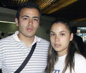 <u><b> 05 de mayo </u> </b><p> Montserrat Ortiz regresó a Tijuana y fue despedida por Rodrigo Núñez.