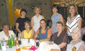 María del Carmen Cortázar, Esther S. de Orozco, Pily de Orozco, Olga de González, Mary Aguilera, Cristy de De Villa, Tere de Orozco, Lupita de Verano y Marú de Alvarado