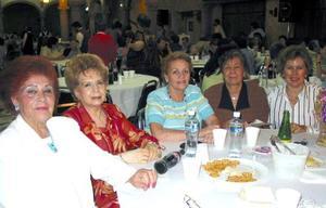 <u><b> 05 de mayo </u> </b><p> Idaly de Chibli, Yolanda de Aguirre, Güera de Reed, Olivia Villarreal y Nena de la Rosa.