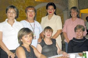 Ana Laura G. de Cano, Tere de Chául, Carmen Chamut, Susie Wolf de Rodríguez, Lupita de González de Cornú, Olivia de Hernández y Laura de Arroyo.