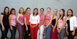 <u><b> 06 de mayo </u> </b><p> Sofía Rosas Martínez recibió numerosas felicitaciones de sus amigas, con motivo de su próxima boda.