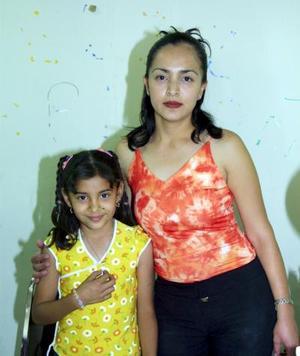 Con motivo de su octavo cumpleaños, Lilian Rose Sánchez Rodríguez disfrutó de una divertida piñata, organizada por su mamá, Liliana Rodríguez.