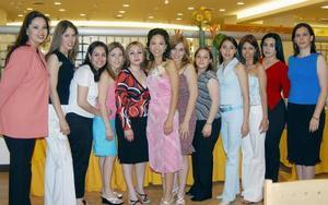 Marcela Salazar alcala acompañada de sus amigas  en su despedida de soltera.