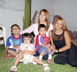 Hermosa Aholibama Dipp festejó su cuarto cumpleaños con un divertido convivio acompañada de su mamá, Marisol Cavelaris y de Lupita García de Arroyo, Brando y Braulio Arroyo.