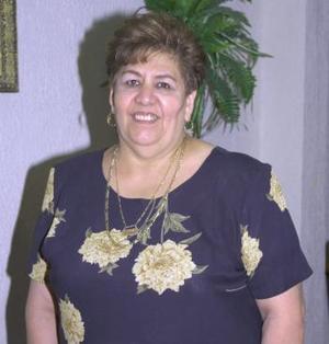 Elsa Alanís de Rodríguez festejó su cumpleaños con un divertido convivio, que se le ofrecio en días pasados.
