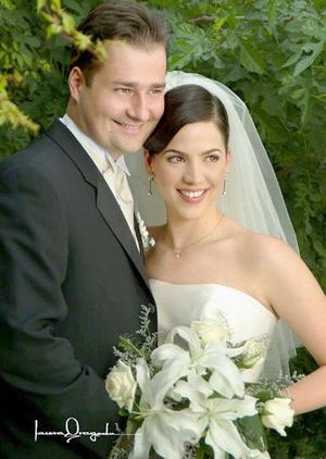Lic. Krysztof Przedlacki y Lic. Michell Leal contrajeron matrimonio religioso en la parroquia Los Ángeles el viernes 16 de abril de 2004