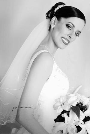 C.P. Claudia Véronica Herrera Martínez unió su vida en el Sacramento del matrimonio a la del Lic. Adrían Martínez Marales..