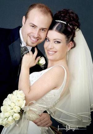 Ing. Israel Romero Rodríguez y Dra. Laura Dánae Carrillo Ramos recibieron la bendición nupcial en la capilla de Casa de Cristiandad el viernes 26 de marzo de 2004.