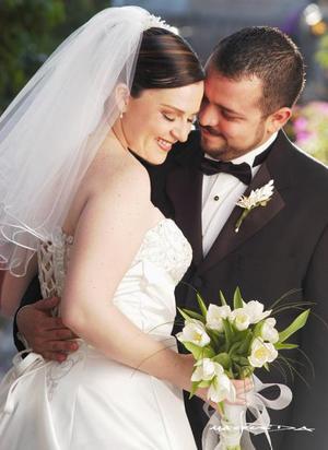 Sr. Jorge Torres Bernal y Srita. Gabriela Gancz Kahan contrajeron matrimonio el tres de abril de 2004.