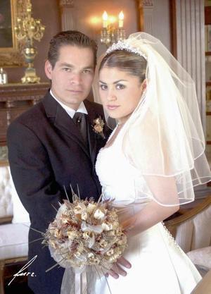 Sr. Rogelio Adame García y Srita. Yessica Alejandra Guzmán Méndez contrajeron matrimonio religioso el sábado seis de marzo de 2004.