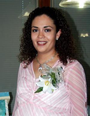 Elena Kantún de silva recibió sinceras felicitaciones, en la fiesta de regalos que le ofrecieron por su próximo matrimonio.