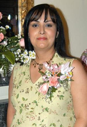 <u><b> 08 de mayo </u> </b><p> Patricia López recibió numerosos obsequios, en la fiesta de canastilla que le organizaron con motivo del próximo nacimiento de su bebé