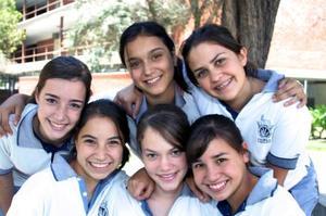 Alumnas de tercer año de secundaria del Tec de Monterrey se sienten orgullosas de sus mamás y las festejáran en su día.