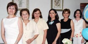 Helen Gálvez de Chapa acompañada de Nidia Tena de Chapa, Mary Chapa, Maricela Contreras, Rosalinda Reyes y Carmen chapa, en la fiesta de regalos que le ofrecieron  con motivo del próximo nacimiento de su bebé.