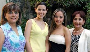 Mónica Martínez Tatay y María Fernanda Jaime Rodríguez junto a sus mamás, Rosa Tatay de Martínez y Alicia Rodríguez de Jaime, en pasado acontecimiento social.