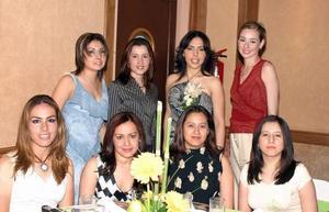 <u><b> 08 de mayo </u> </b><p> Nancy Ávalos Hernández acompañada de sus amigas Patricia Cueva Armendáriz, Tania Leyva Sánchez, Danitz de Uribe, Martha Valdez de León, Isabel Campa Cháirez, Verónica de Márquez y Samanta Torres Ávila.