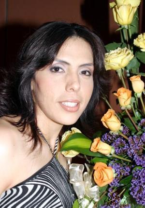 Nancy ávalos Hernández, en su primera despedida de soltera.