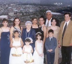 En reciente festejo social, fueron captadas las familias Escalera Zapata, Escalera Morín y Escalera Chacón.