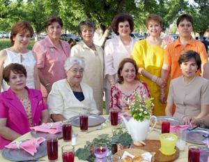 Mague Soto, Georgina Salmón, Rosy Lozano, Sugelia de Nuñez, Leticia Campos, Rosa Alicia Mijares, Ana María Cárdenas, Alicia Rendón, Emma León, Consuelo Colón y Julia Aurora Wilkie.