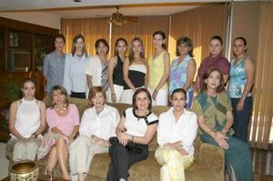 María Fernanda Jaime Rodríguez y Mónica Martínez Tatay acompañadas por un grupo de familiares y amistades, en la despedida de solteras que les ofrecieron por sus respectivos enlaces matrimoniales.