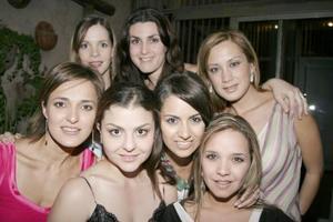 Maribel López con sus amigas Rocío Cabranes, Maruza de Martínez, Mayra Dávila, Mónica Gómez, Ale Nahle y Ale Martínez, en la despedida de soltera que le ofrecieron por su próxima boda con José   Gabriel Blanco.