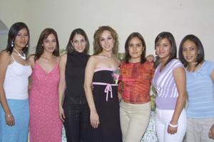 Montserrat Salas García acompañada por un gupo de amigas, en el festejo pre nupcial que le ofrecieron por su próxima boda con Agustín Villarreal Martínez.