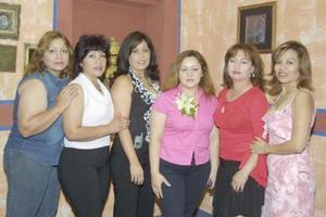 <u><b> 09 de mayo </u> </b><p> Nadia Berenice Gutiérrez Garay acompañada de sus amigas, en la despedida de soltera que le ofrecieron recientemente.