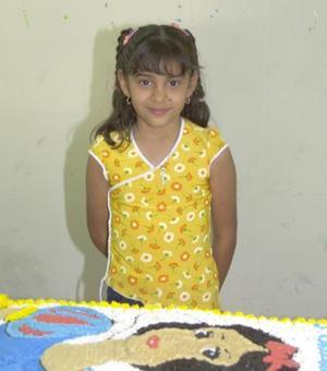 Lilian Rose Sánchez Rodríguez disfrutó de una divertida piñata, con motivo de su octabo cumpleaños.