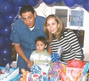 Roberto García de la Cruz festejó su primer cumpleaños en compañia de sus padres, Hugo García y Mayela de la Cruz de García.