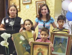 Myriam Lozornio junto a sus alumnos Mariana Pérez, Valeza Isabel Villarreal, Luis Gerardo Lozornio y Luis David Belmonte.