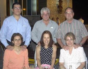 Pepe y Lety Romo, Armando y Rita de la Fuente y Javier y Rosario de Alba.