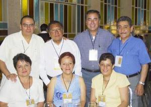 Sergio Contreras, Jorge Ruiz, Julieta de Ruiz, Armando Gómez, Anita de Gómez, Carlos Salinas y Elizabeth de Salinas, en pasado acontecimiento social.