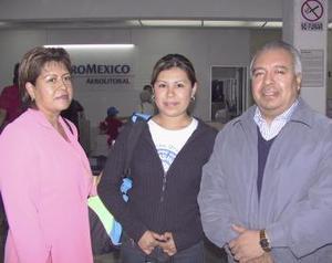 Fabiola Machorro fue despedida por Mario Machorro y Catalina Castillo, antes de viajar al D.F.
