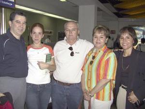 <u><b> 09 de mayo </u> </b><p> Sylvain y Magdalena Dufreche regresaron a Francia y fueron despedidos por Juan Manuel, Laura y Paola.