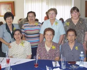 Esperanza de García, María Elena de Verano, Emma P. de Alonso, Hortencia de Algara, Toña de Vega, Celia de Bayón y Mary C. de Noyola.