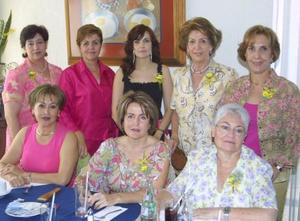 <u><b> 10 de mayo </u> </b><p> Violeta A., Ana Carmen López, Magaly Necochea, Cony de Anhert, Josie de Iriarte, Mary Carmen de Berlanga, Ana Isabel de Mexen y Ana Mary de Fernández.