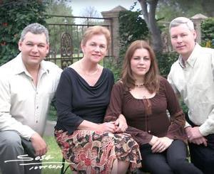 Frida Leiner de Sosa con sus hijos Ernesto, Frida y Ricardo.
