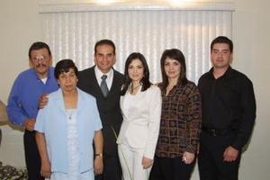 <u><b> 11 de mayo </u> </b><p> René Ríos PArra y Alejandra Silveyra, en compañia de sus respectivos padres, en pasado acontecimiento familiar.