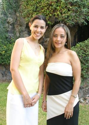 <u><b> 11 de mayo </u> </b><p> Mónica Martínez Tatay y María Fernanda Jaime Rodríguez disfrutaron de una despedida de solteras en días pasados.
