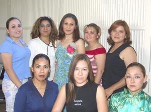 Beatriz Mireles Pámanes acompañada de familiares y amigas, en una de sus últimas despedidas.