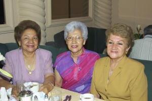 Julia Carrillo de De la Rosa, Lourdes María Carrillo de Santibánez y Evelinda Carrillo de Aguilera.