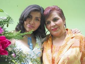 <u><b> 12 de mayo </u> </b><p>  Érika Judith Torres Zapata en compañia de su mamá Francisca Z. de Torres, en la despedida de soltera que le organizó por su próximo matrimonio.