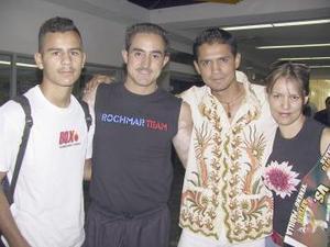 <u><b> 12 de mayo </u> </b><p>  Jorge Rodríguez, Marco Antonio  Rubio y Julio Babe fueron despedidos por Roble Rodríguez, antes de viajar a La Paz.