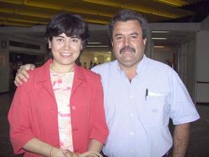 A Cancún, viajaron Víctor Gutiérrez y Liliana Reyes de Gutiérrez.