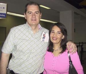 <u><b> 13 de mayo </u> </b><p> Francisco Rebollo y Claudia Reed de Rebollo viajaron con destino a Cancún.
