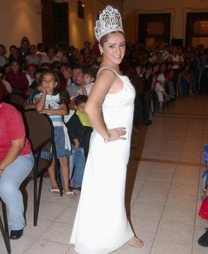 Magdalena Reynoso Villarreal será coronada como Reina de las Flores, acto con el que inicia la tradicional Feria de las Flores Lerdo 2004.   <p> Magdalena I fue elegida por un jurado calificador en una ceremonia en la que 13 aspirantes hicieron pasarela en el Salón Azul de la Presidencia de Ciudad Lerdo.  <p> Las aspirantes son:
