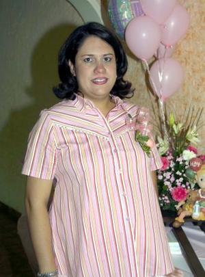 <u><b> 15 de mayo </u> </b><p> Dulce María González de Esquivel en la fiesta de regalos que ofrecieron a su bebé.