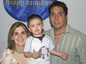 Eduardo Humberto Ramos Leal en compañía de sus papás, Luis Eduardo Ramos González y Lucía Leal de Ramos..